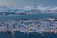 Towards the southern tip of Tromsø island, with a nice backdrop of Kvaløya mountains