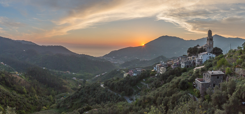 The view from the parking lot, with the church and village of Legnaro and all the way down to Levanto and the sea