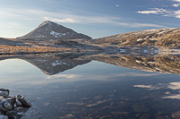 Tromsdalstinden and Skarvassbu reflected in Storskarvatnan