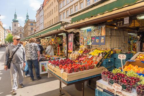 Souvenir / fruit market
