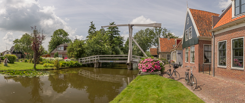 One of the many canals and bridges in De Rijp