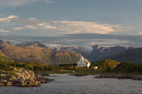 The church at Gåsvær, with the glacier on Hollendaren in the background