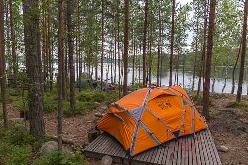My beloved tent, it just about fit on the platform with the help of a tree trunk ;)