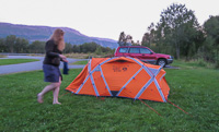 Putting up my tent at the free campsite