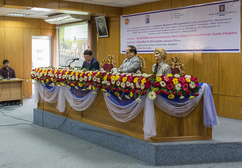 Lots of flowers, and from left to right: the director of BMD (Bangladesh Meteorological Department), the senior secretary of the Ministry of Defense, and the Norwegian ambassador to Bangladesh (Merete Lundemo)