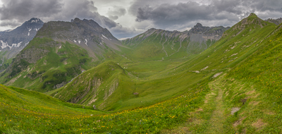 View from an unnamed saddle towards the Wichlenmatt Basin, with the Richetlipass in the distance