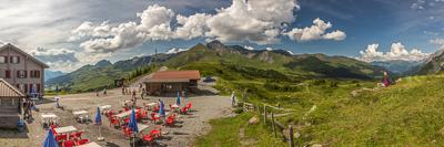 Grosse Scheidegg (1962 m), time for ice cream!!