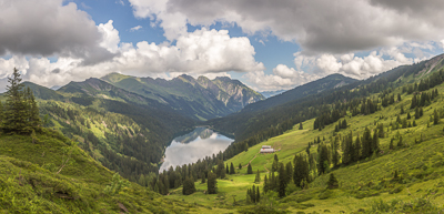 Beautiful views towards the Seeberg farm and the Arnensee below!